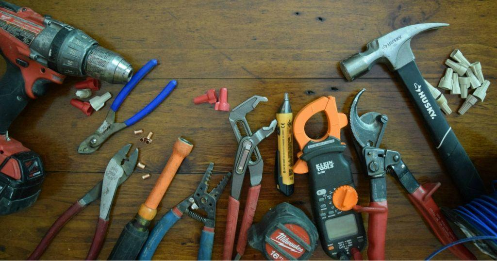 Best Electrician Tools Lists in 2021 [Complete Guide]