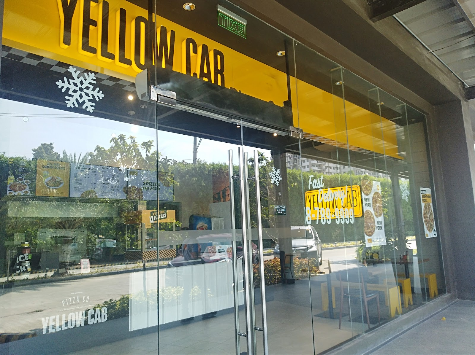 Yellow Cab, a favorite pizza and pasta restaurant in Vista Mall Taguig is located near The Courtyard, a preselling condo for sale near BGC