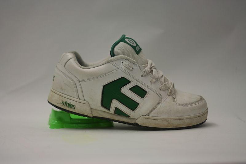 800px-Etnies_shoe.JPG