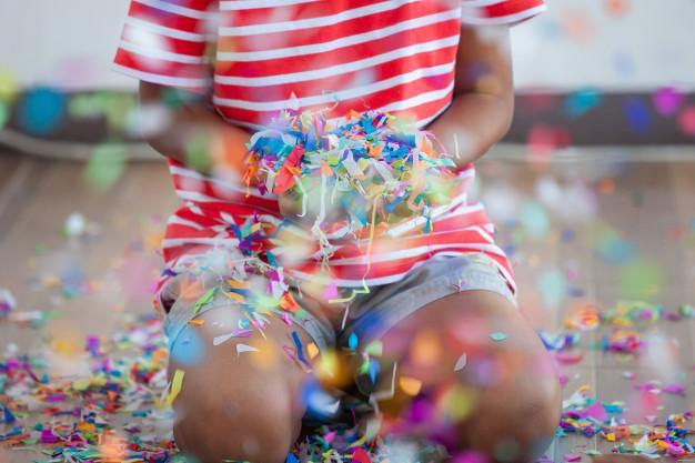 https://www.mildicasdemae.com.br/wp-content/uploads/2020/02/confetes-sao-uma-boa-opc%CC%A7a%CC%83o-para-o-carnaval-com-crianc%CC%A7as.jpg