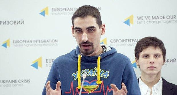 Віталій Кузьменко під час брифінгу у кризовому центрі