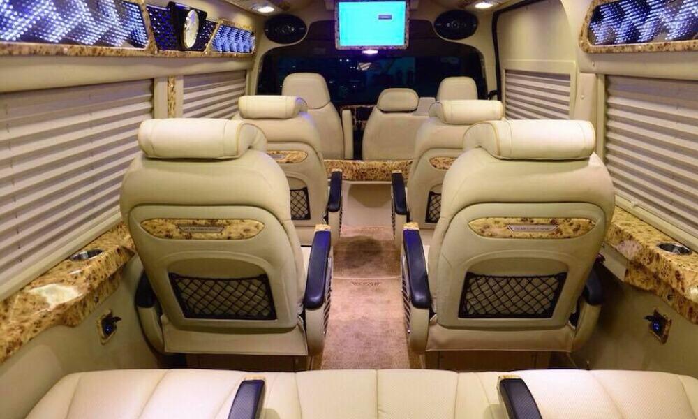 Nội thất xe Cát Thiên Hải Limousine từ Nha Trang đi Đà Lạt