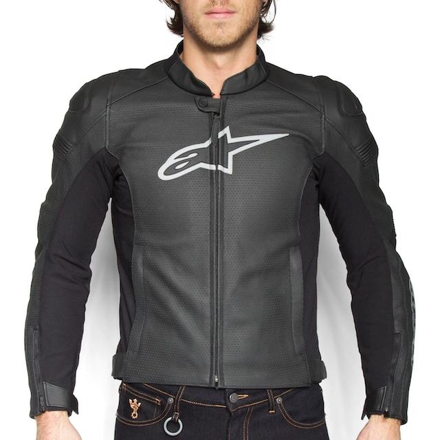Quần áo motor phượt vải lưới có các giáp, đệm bảo hộ ở vị trí dễ tổn thương