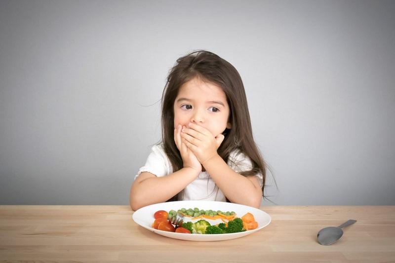 Trẻ lười ăn là một nguyên nhân dẫn tới sụt cân