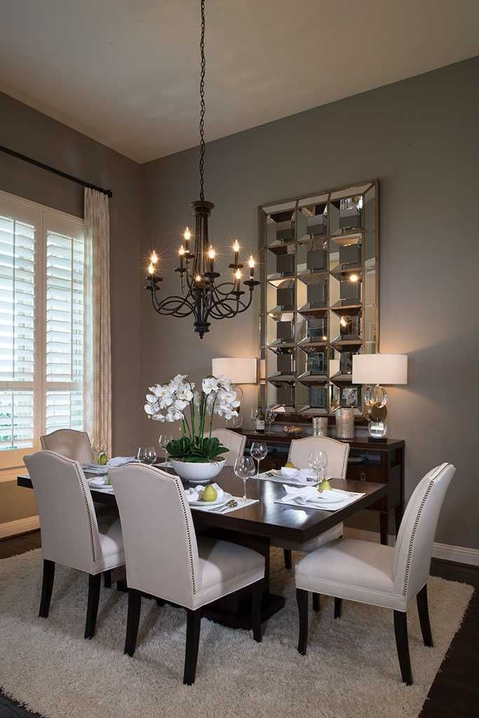 A Dining Room Wall Decor Ideas Bring You a Formal Vibe
