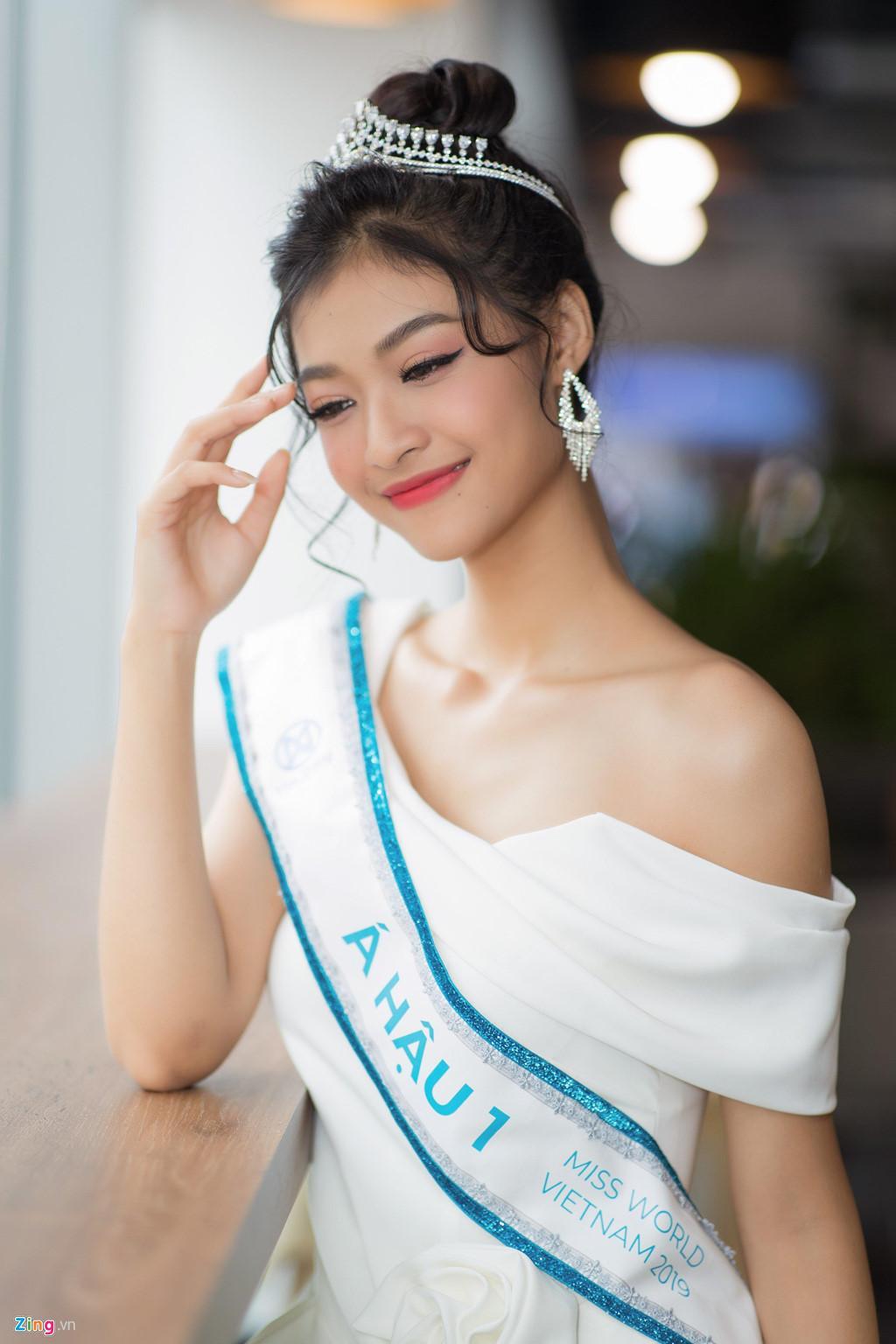 Á hậu Kiều Loan thấy thú vị khi giống diễn viên hài Mạc Văn Khoa - Phỏng  vấn sao - Việt Giải Trí