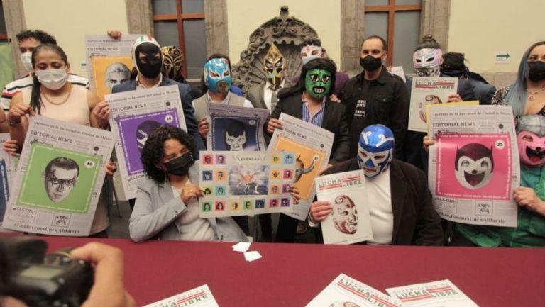 INJUVE presentó álbum de la Lucha Libre, con homenaje incluido