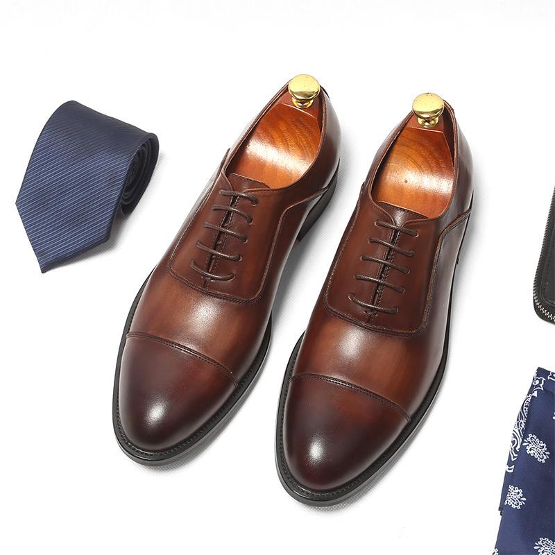 Khi sử dụng giày làm bằng da thật bạn nên cất cẩn thận
