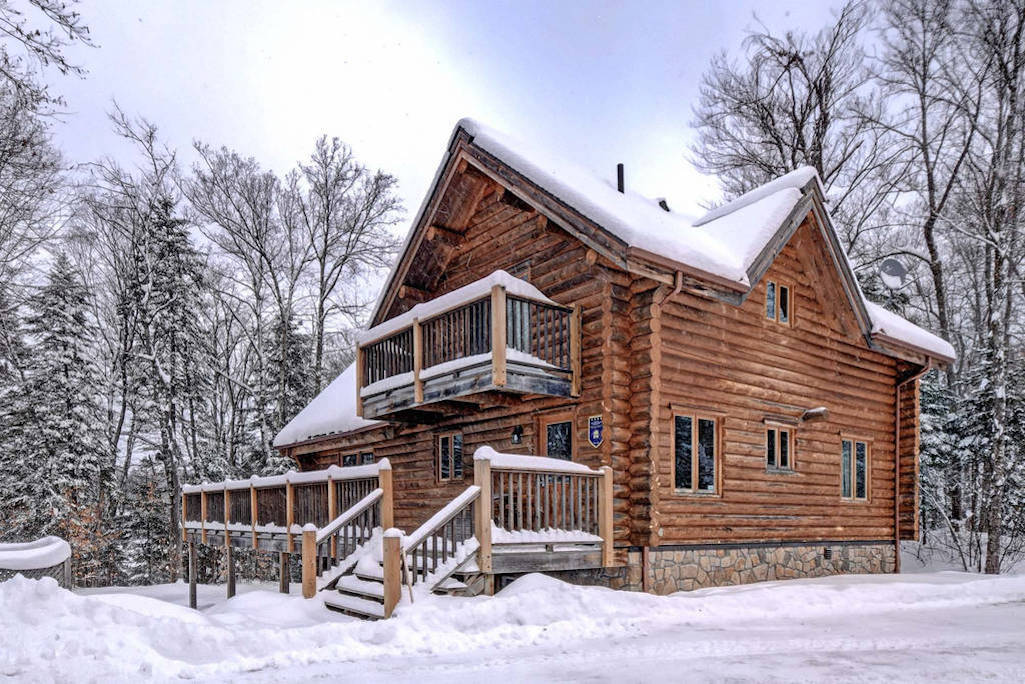 Cottages for rent with 5 bedrooms in Quebec #1