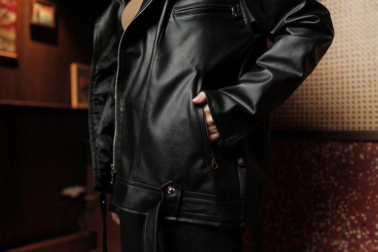 cara memakai jaket kulit