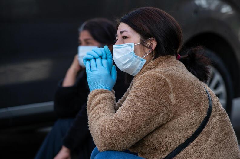 mujer espera para hacerse prueba coronavirus mayo 13 2020 chile 1212950034