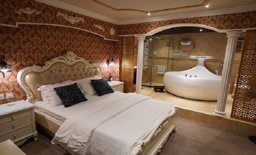 九龍塘時鐘酒店-禮尚精品酒店-雙人床-浴缸