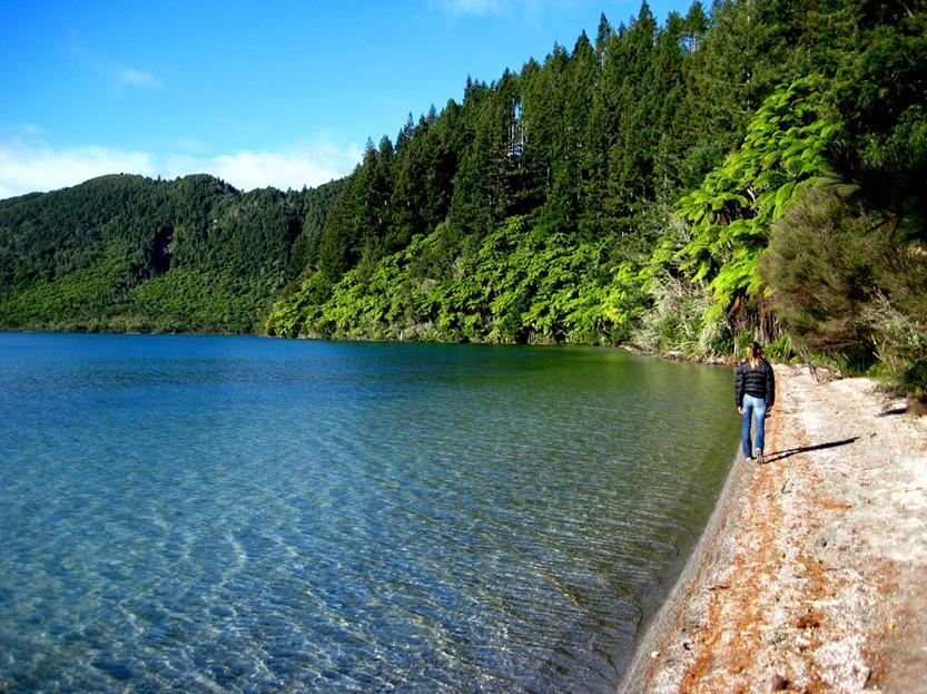 Hồ nước Blue Lake trong vắt như nước cất