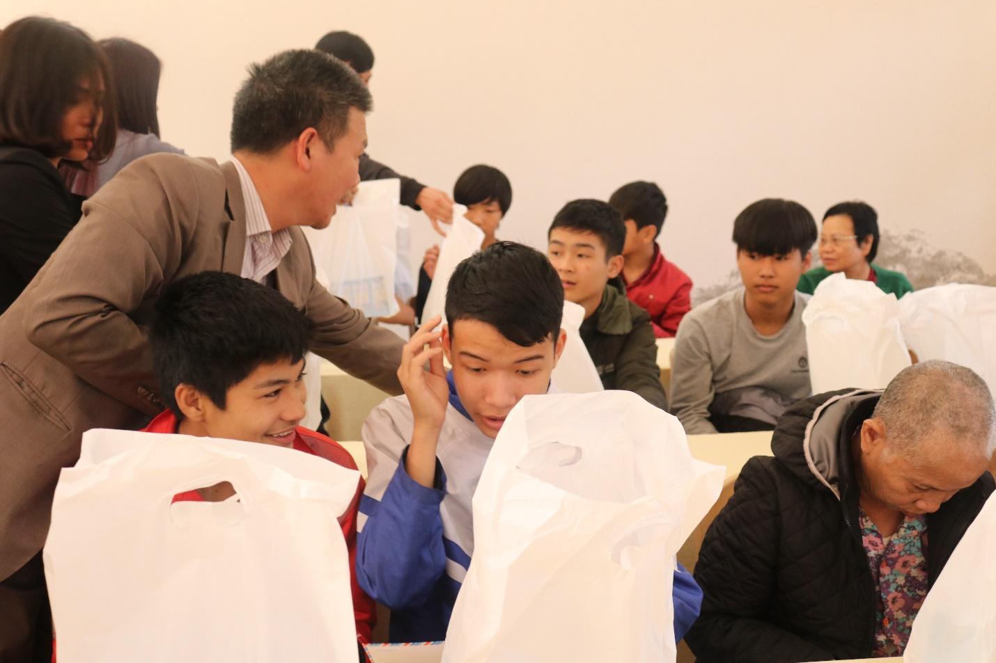 Công ty Macca Nutrition tổ chức thăm và tặng quà tại Trung tâm công tác xã hội tỉnh Hà Nam - Ảnh 6