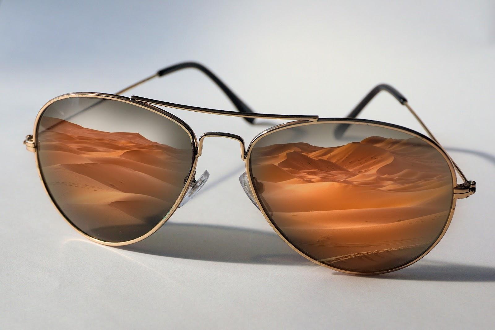 sunglasses-1382261_1920.jpg