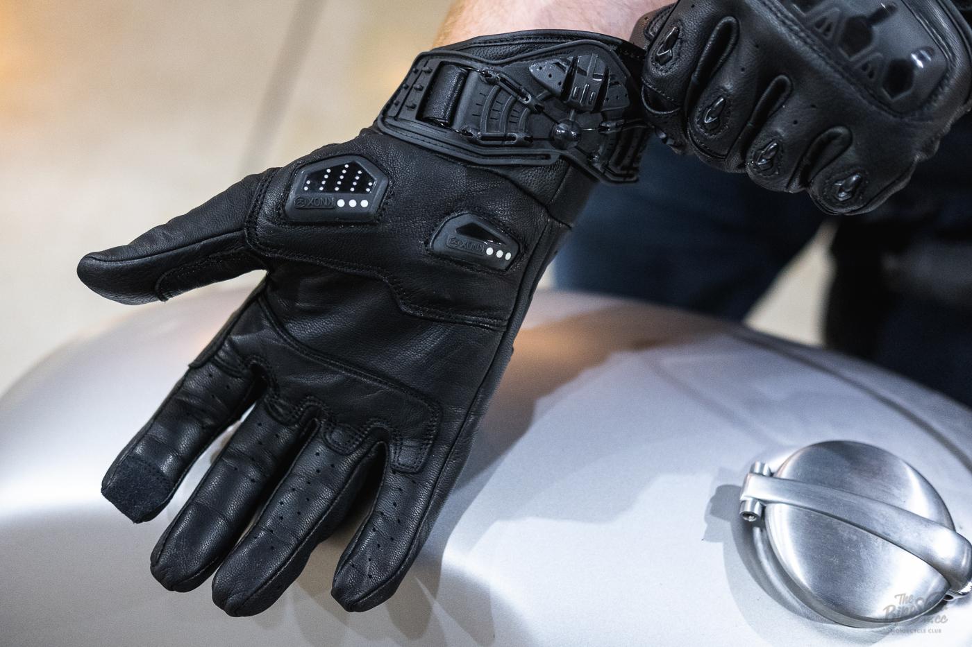 Khả năng chống ẩm của găng tay moto