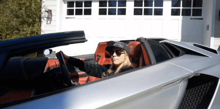 ecomm clubhouse sarah chrisp mocking the lambo driving dropshippers by admittedly sitting in a rental