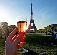 шампанское и Эйфелевая башня