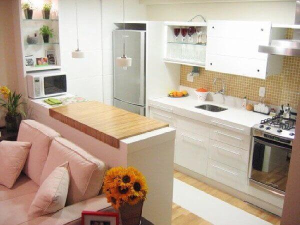 Uma imagem contendo interior, chão, armário, parede  Descrição gerada automaticamente