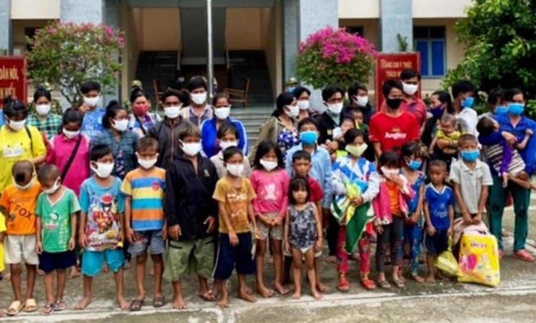 Bởi vì nghèo, những đứa con Việt bị chính phủ Việt Nam ruồng bỏ.