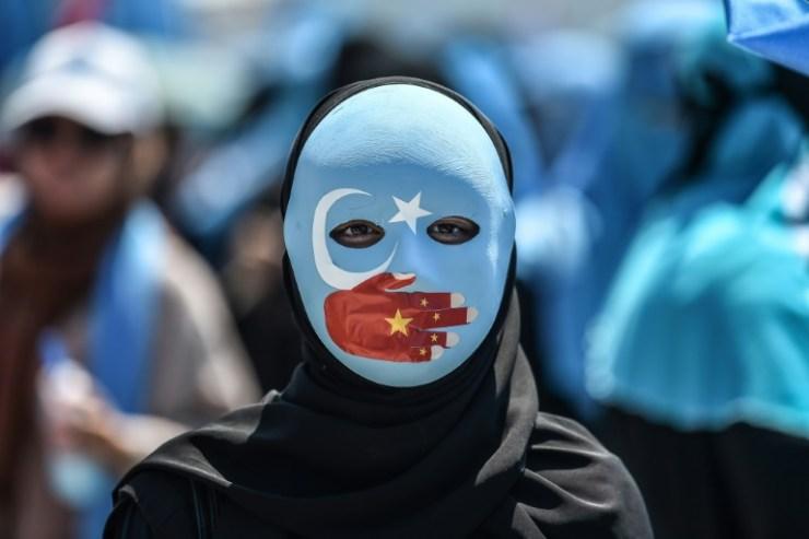 Como a China está promovendo um genocídio contra o povo uigur