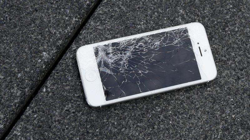 Kết quả hình ảnh cho vỡ điện thoại