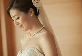 side bride-looking down