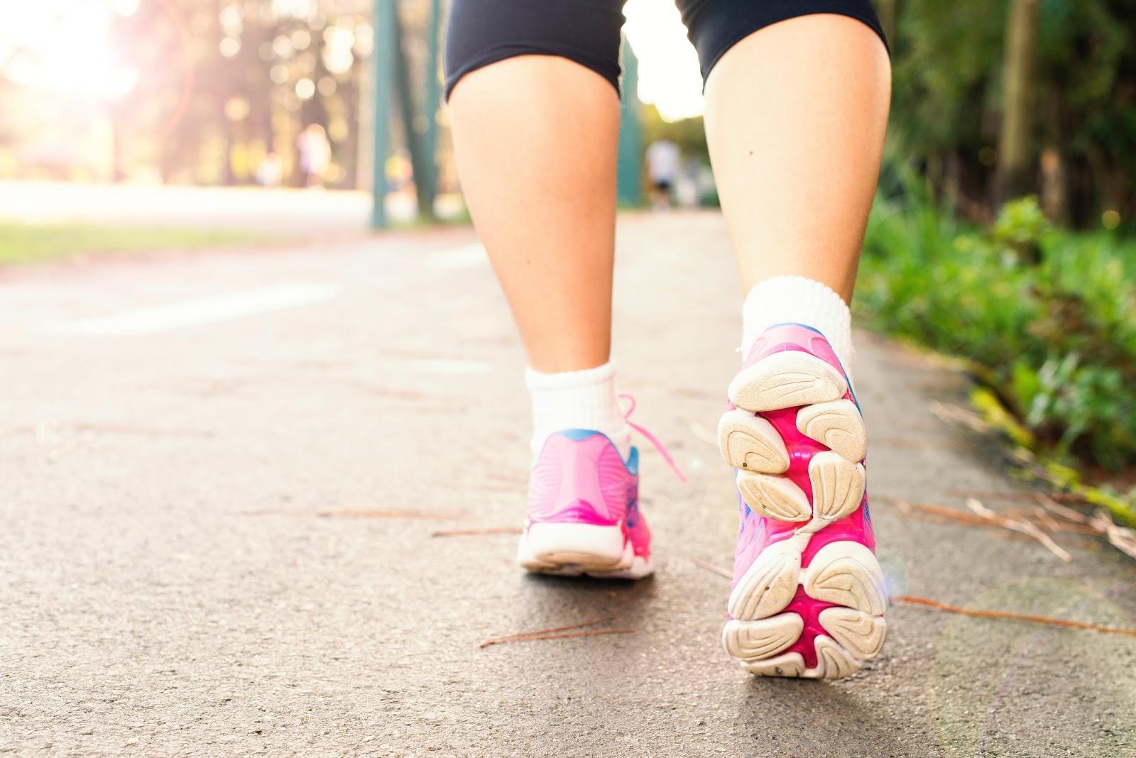 Women walking on shoes for flat feet