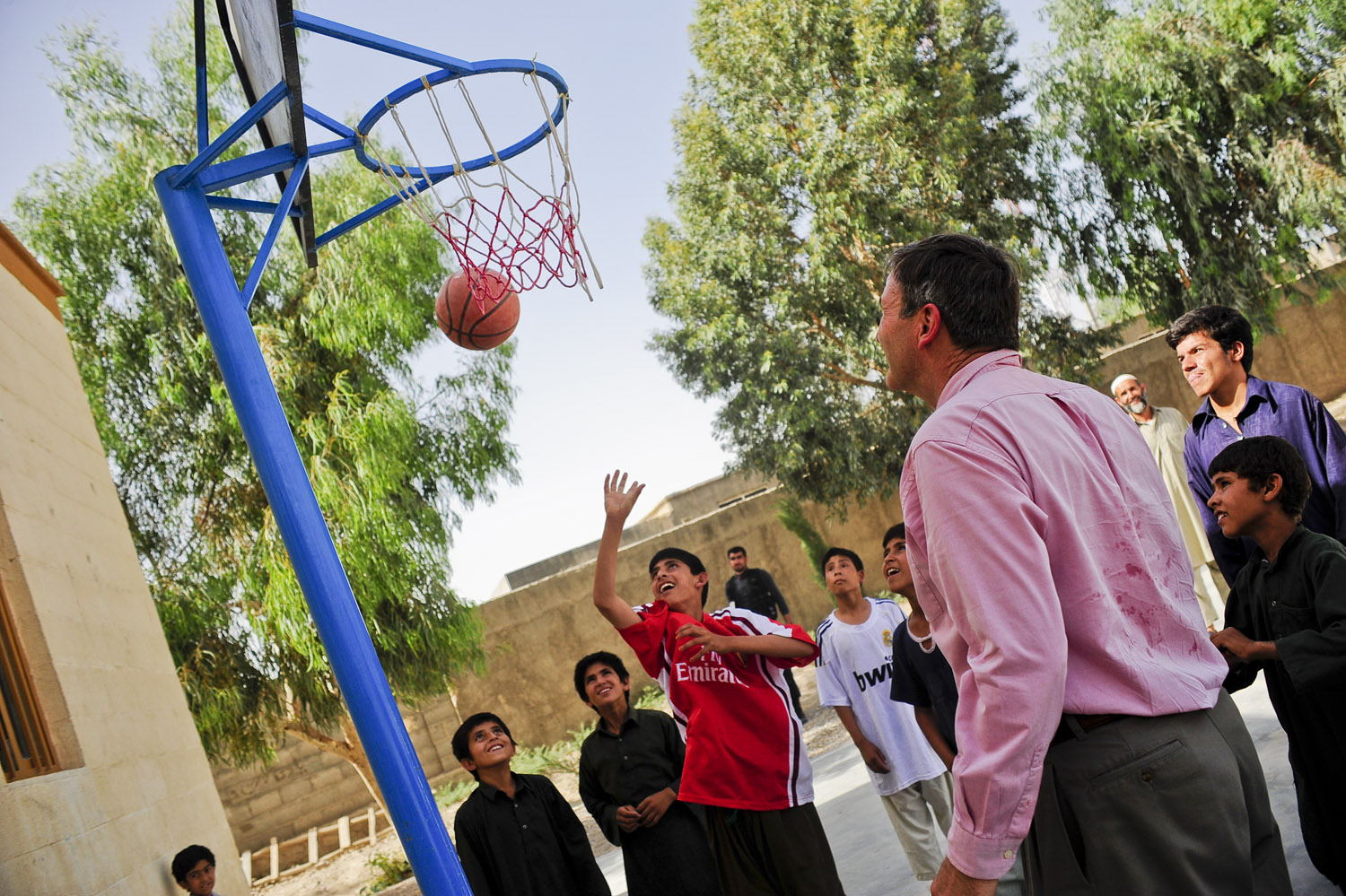 Kids_playing_basketball_in_Farah.jpg