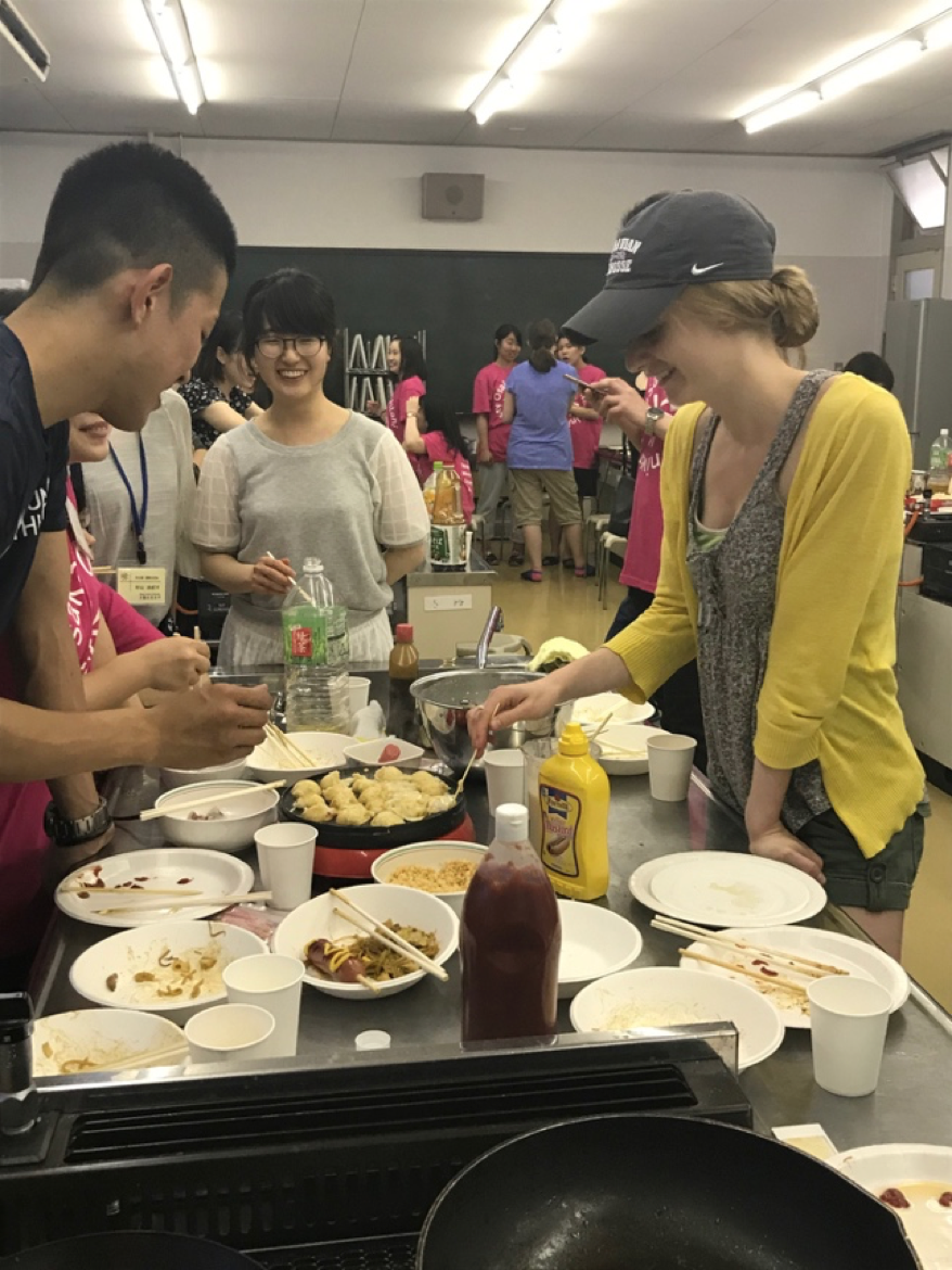Moravian students learn how to cook traditional Japanese cuisine