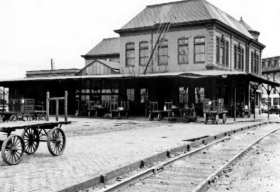Rear of Hannibal MO Union Depot, ca 1945.png