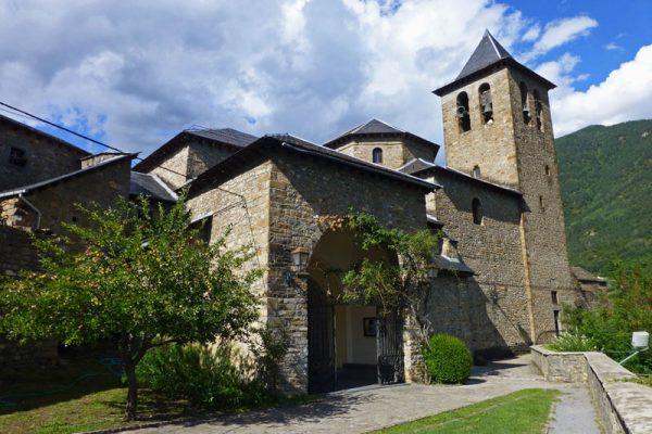 Esta es la monada de Iglesia de San Salvador que es el principal monumento de Torla-Ordesa
