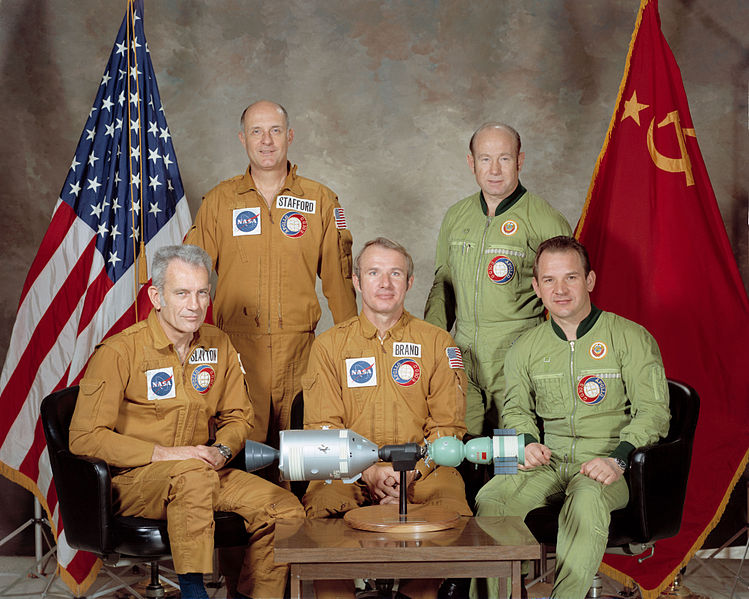 749px-Portrait_of_ASTP_crews.jpg