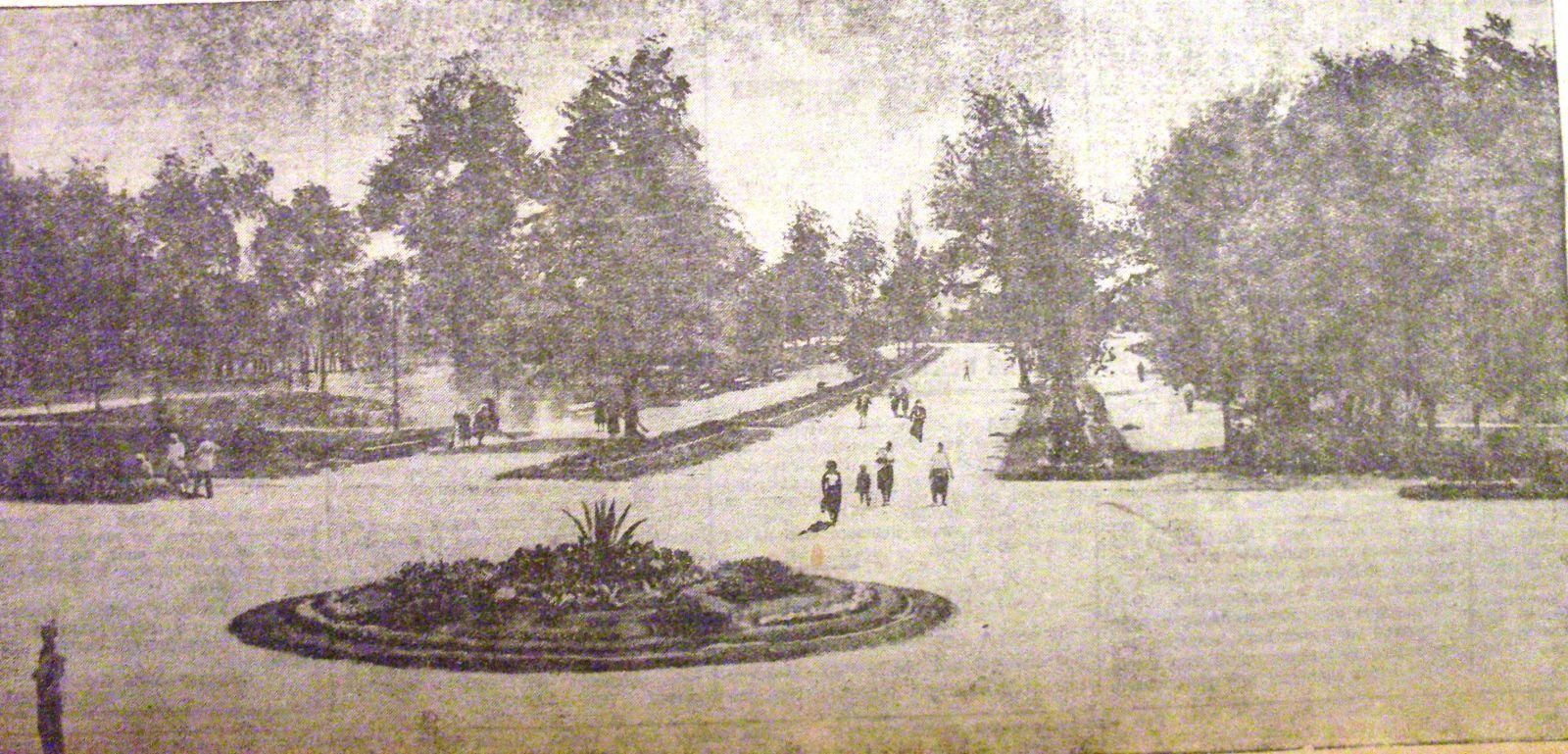 Центральна алея Червонозаводського парку у серпні 1935-го. Здійснилася мрія петінських пролетарів!