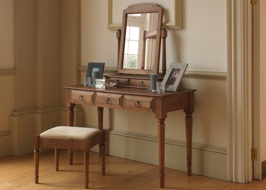 Traditional furniture dressing table with reeded legs