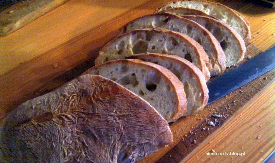 idealny chleb pszenny z dziurami