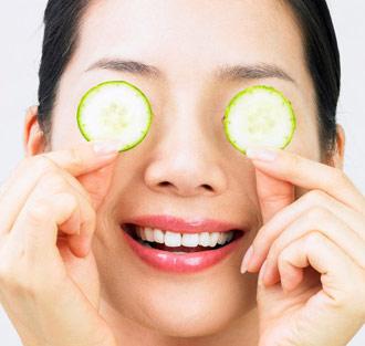 Mặt nạ dưa leo giúp làm dịu da, trị thâm mắt hiệu quả
