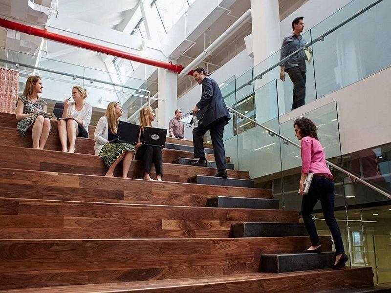 thiết kế thi công nội thất văn phòng khu vực bậc thang