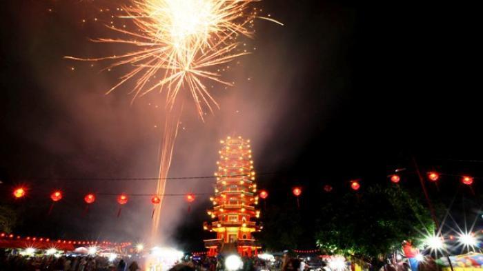 Perayaan Cap Go Meh di Pulau Kemaro Palembang Dipadati Ribuan Orang, Ada  Kurban Kambing Hitam - Tribun Sumsel