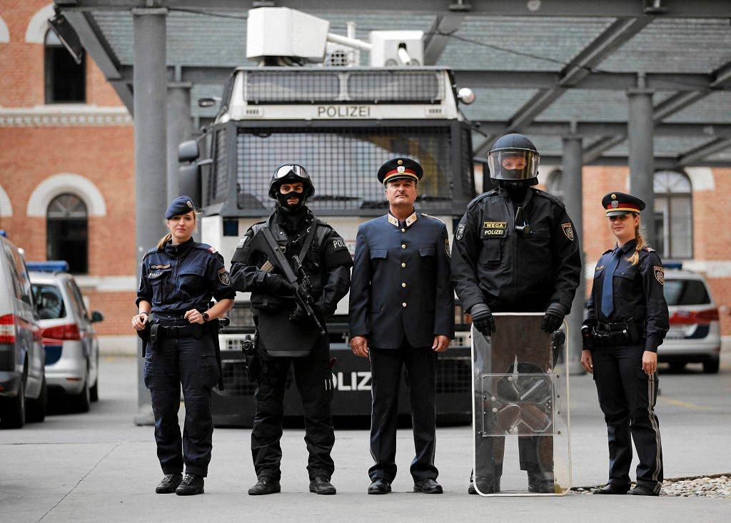 Применение оружия полицией-11