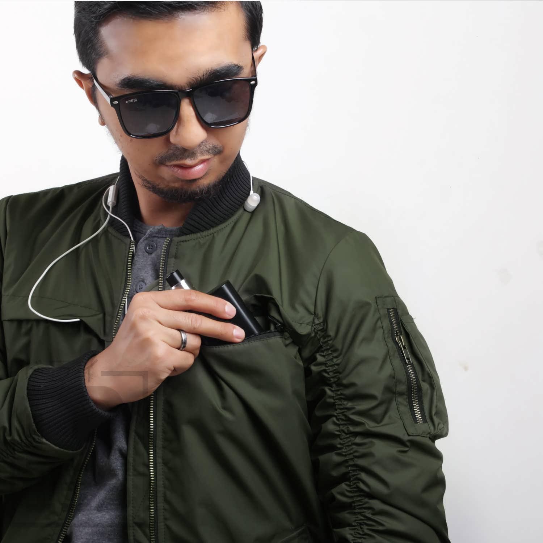 jaket bomber dengan saku