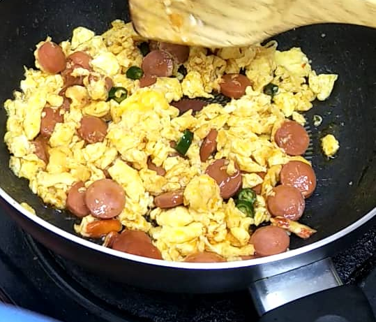 sosej telur hancur