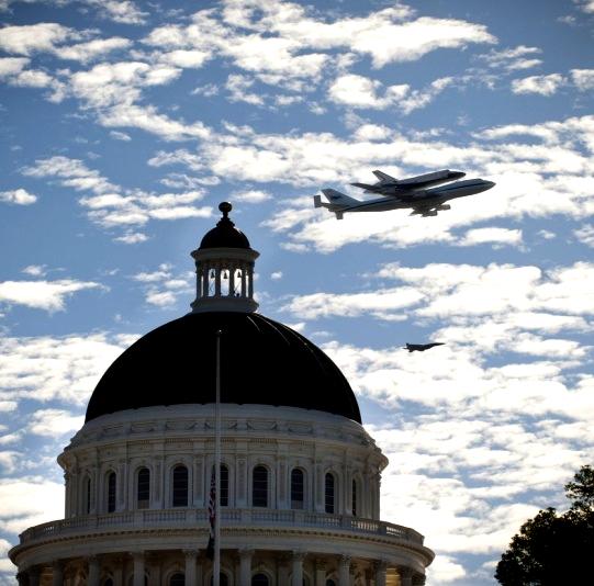 Endeavour Shuttle over Capitol'CA Fri 21.9.12.jpg