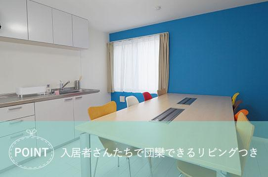 屋内, テーブル, 部屋, 座る が含まれている画像  自動的に生成された説明
