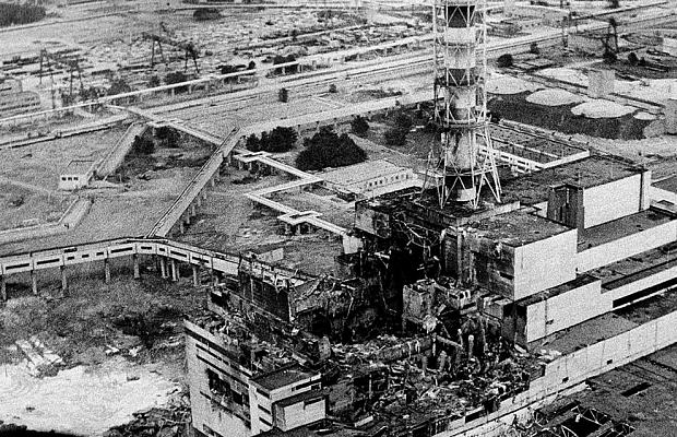 Авария наЧернобыльской АЭС 26апреля 1986 года досих пор тенью нависает надо всей атомной энергетикой планеты, напоминая овозможных последствиях. Погиб 31 человек, изокружающей местности пришлось эвакуировать 115 тысяч людей. Хотя ваварии немалую роль сыграл человеческий фактор, основная проблема крылась вошибочной конструкции реактора.