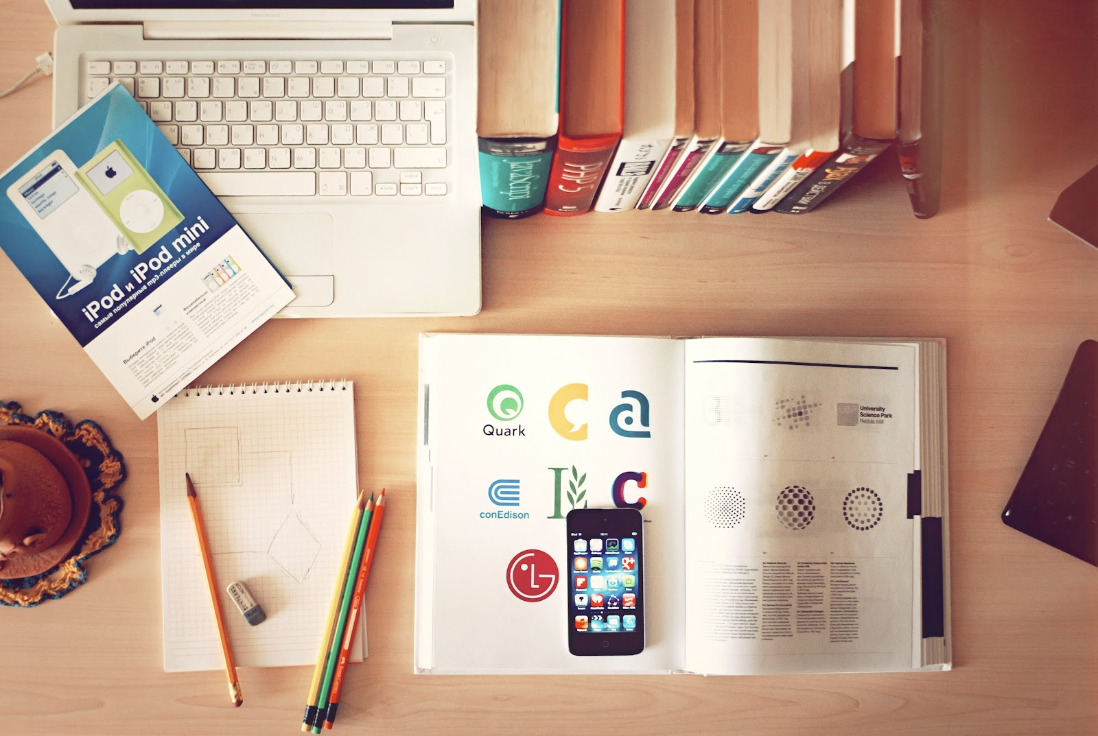 apple-iphone-books-desk.jpg