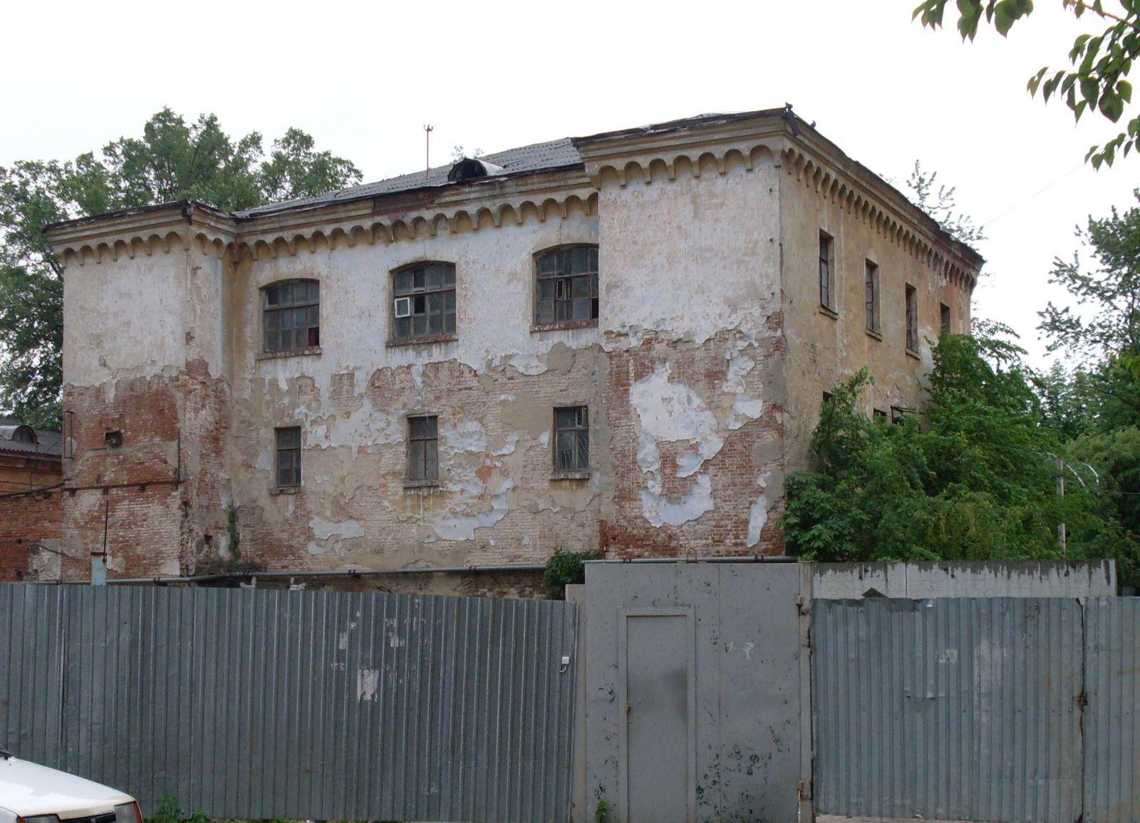 Те, що залишилося від колишньої слідчої тюрми. Вид з вул. Слов'янської.