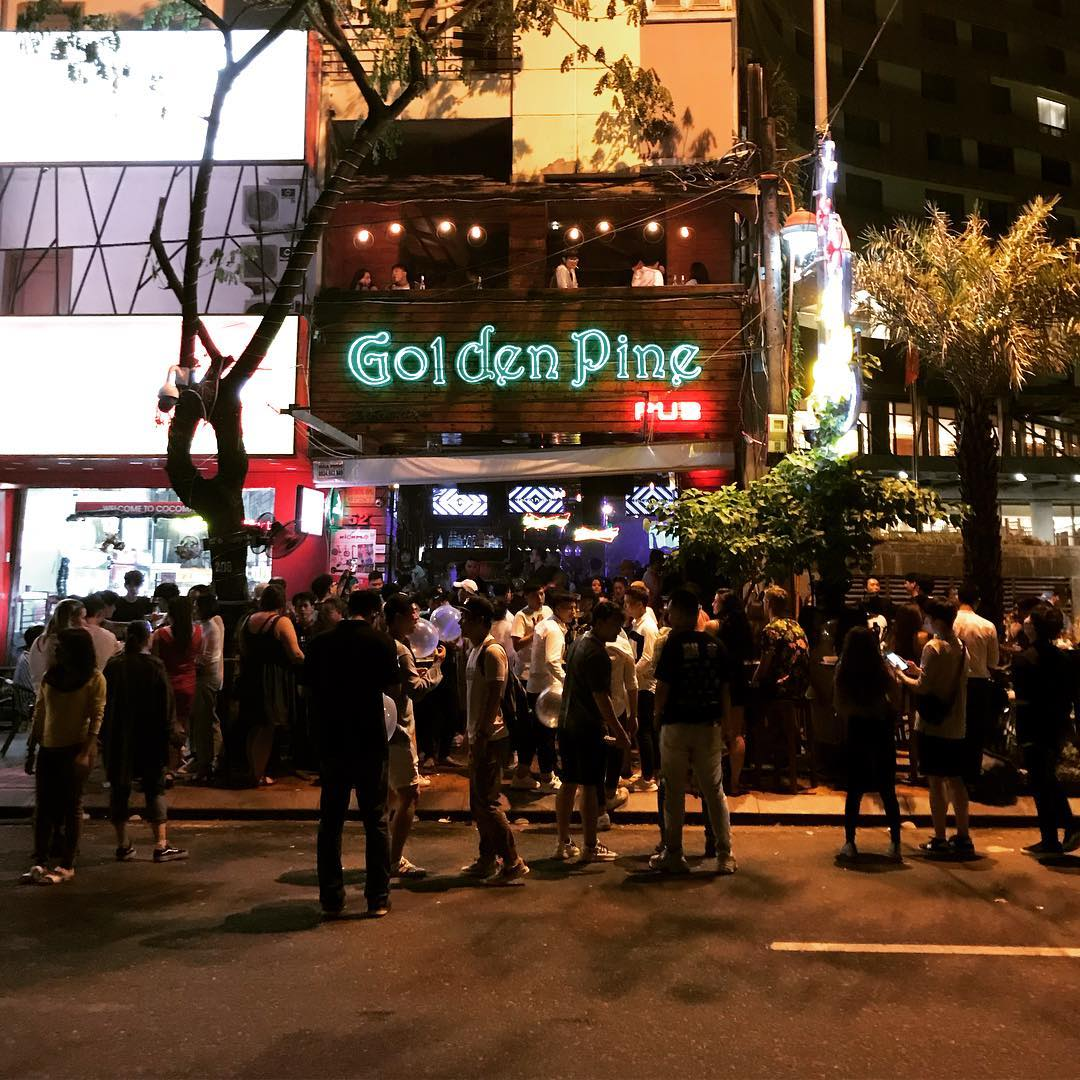 Drinking in Golden Pine Pub is one of the things to do in Danang at night