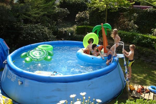 bể bơi cỡ lớn