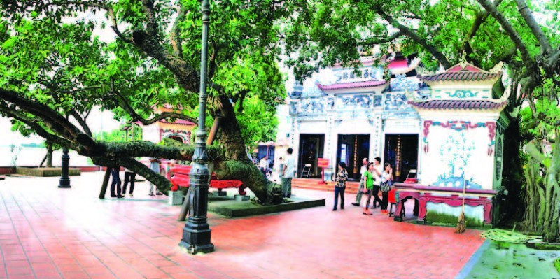 Phủ Tây Hồ là chốn linh thiêng nhất tại Hà Nội bạn nên đến để xin tài lộc.